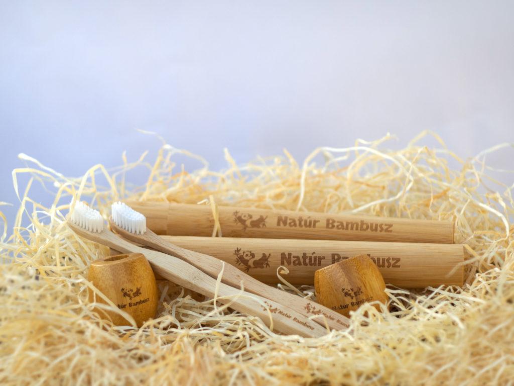 Natúr Bambusz fogkefe, fogkefetartó és utazótok